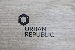 Logo drukwerk op hout materiaal deur WER-D4880UV